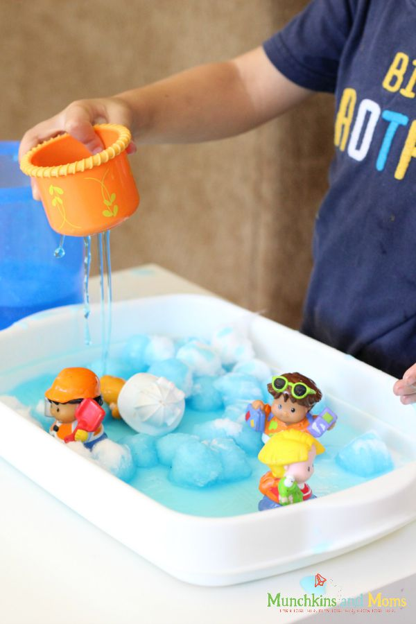 Weather sensory bin for preschoolers