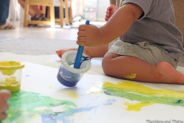 How to host a painting party for toddlers! Great mommy and me playgroup idea.